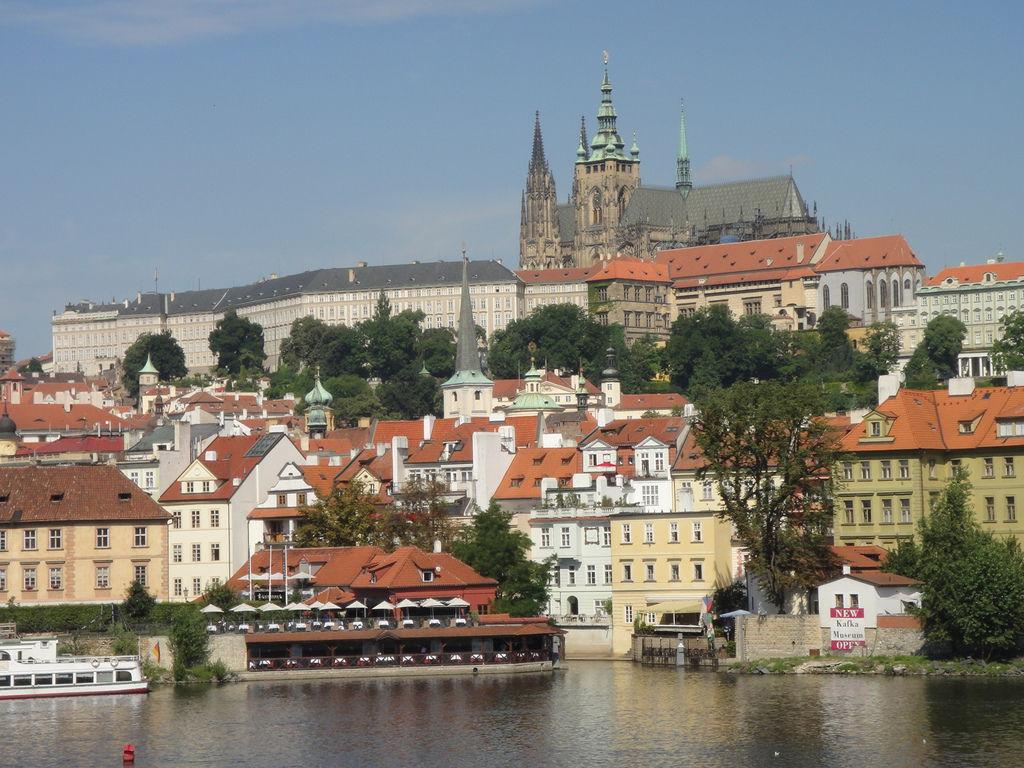 布拉格城堡遠眺圖