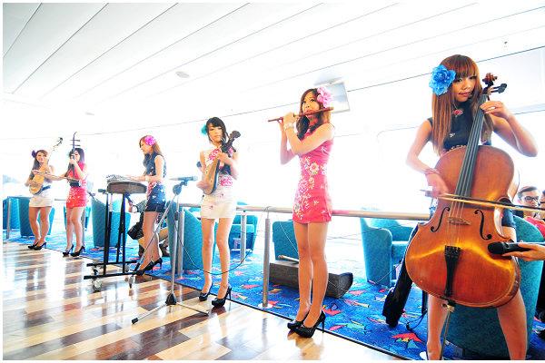 現代女子樂團表演.jpg