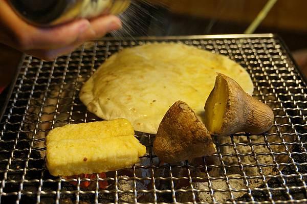 """桃園美食推薦-有人幫忙烤的吃到飽餐廳""""田季發爺"""""""