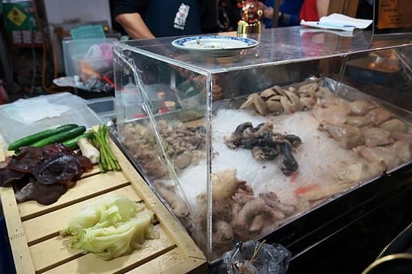 """20140315台北美食推薦-樂華夜市出乎意料好吃的油雞""""無骨戰鬥機"""""""