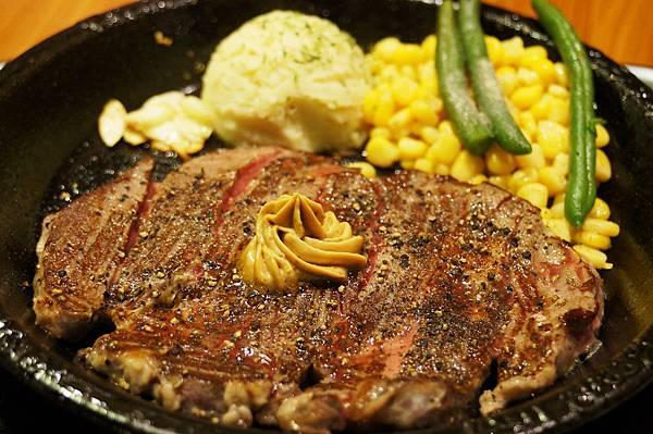 台北美食推薦-好吃的無敵肋眼牛排-日本最大平價牛排連鎖店的【胡椒廚房】