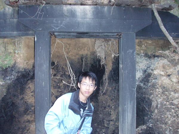 ME~山壁的煤礦脈
