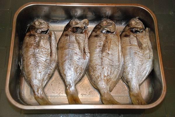 烤肉魚1.JPG