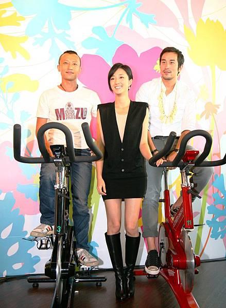 《女朋友男朋友》導演楊雅喆(左起)、女主角桂綸鎂、男主角張孝全.JPG