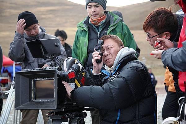 《畫皮II》工作照_攝影指導黃岳泰親赴西藏勘查場景.jpg