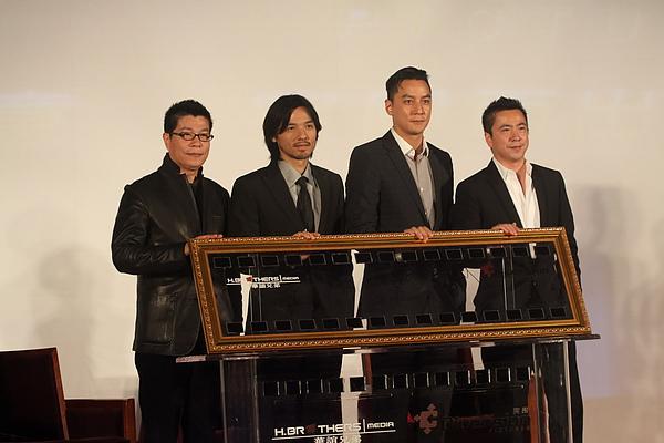 華誼兄弟董事長王中軍(左起) 馮德倫 吳彥祖 華誼兄弟總裁王中磊.JPG