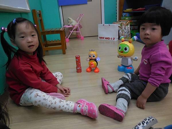 與同儕分享玩具 (4).JPG
