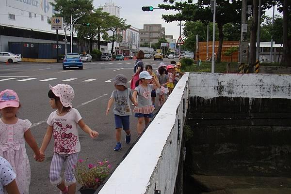 到校園附近走走 (5).JPG