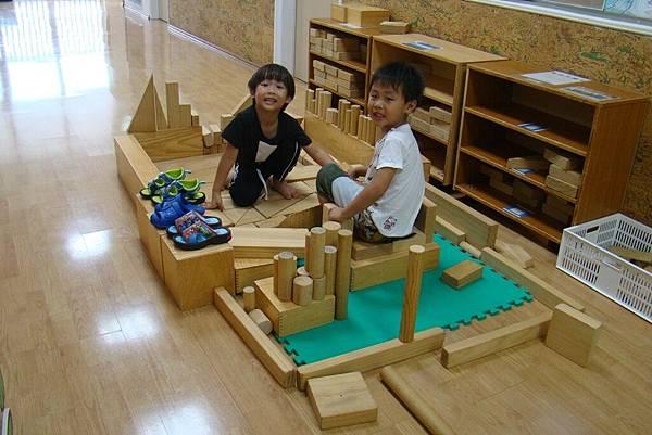大型積木區建構 (2).JPG