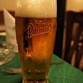 DSC01996皮爾森啤酒 還是洞裡從橡木桶裝的好喝.jpg