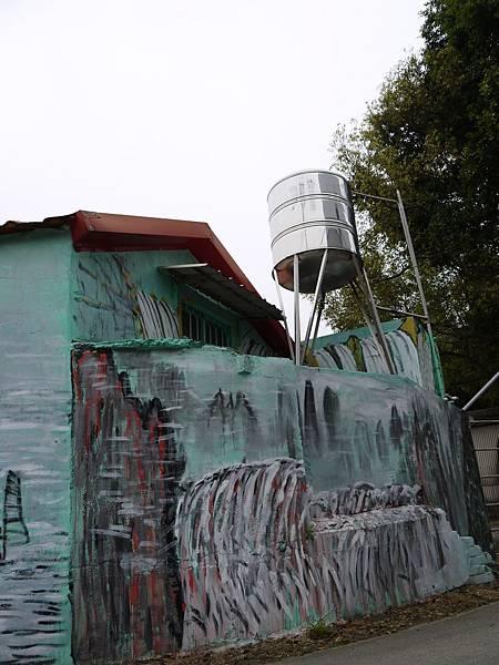 好像是水塔的水全都流下來了.JPG