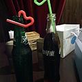 咱兩的飲料~可愛的親親吸管唷^^