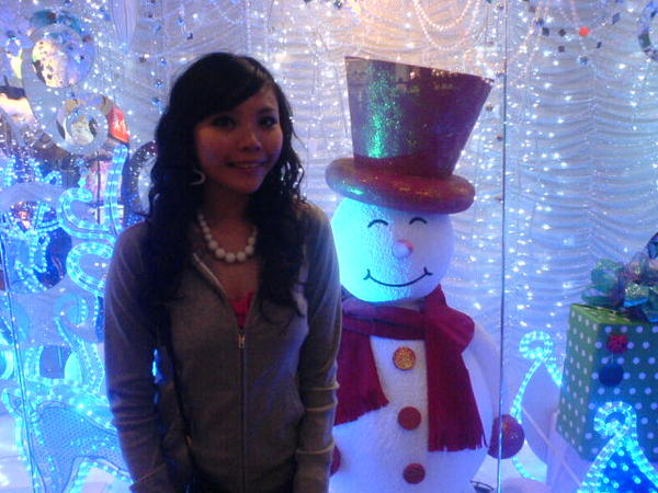 很暗的图..可是雪人很可爱哦~~