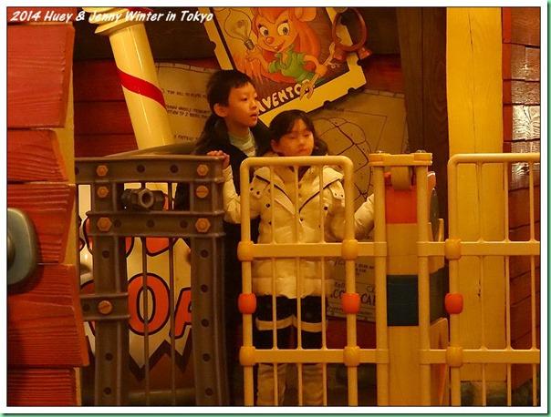 20140121_18 又玩了三次的兒童雲霄飛車 003b