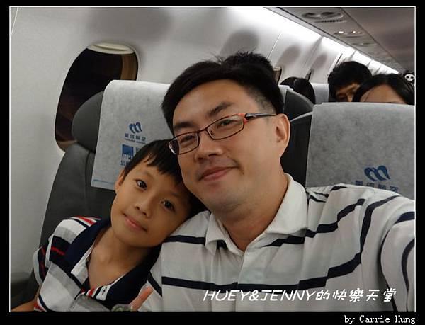 20140531_3 登機囉_兩小第一次搭乘國內線 06