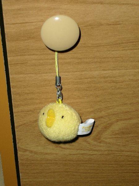 我一共有3顆很像鴨子的小球,這顆是寶姑娘送的,我把它掛在書櫃上~