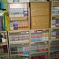 沒想到兩年前的書櫃可以如此整齊(汗)