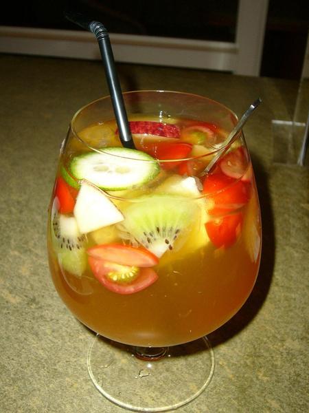 超級大杯的百匯水果茶