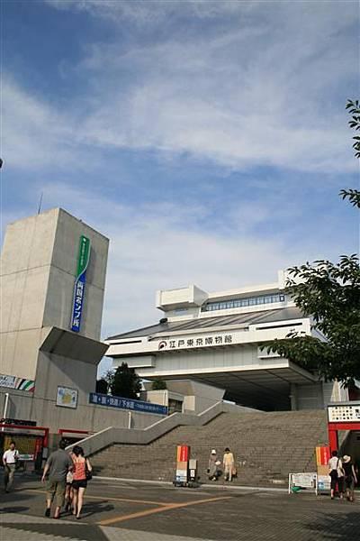 會知道這裡也是因為某次搭中央線電車到千葉縣去...經過發現這棟建築物