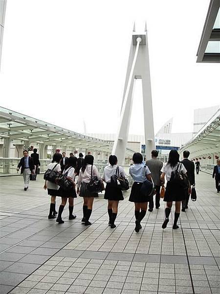 一群日本女生高校生...青春洋溢啊