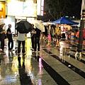 颱風前夕的雨東大門