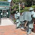 地鐵站附近的雕像