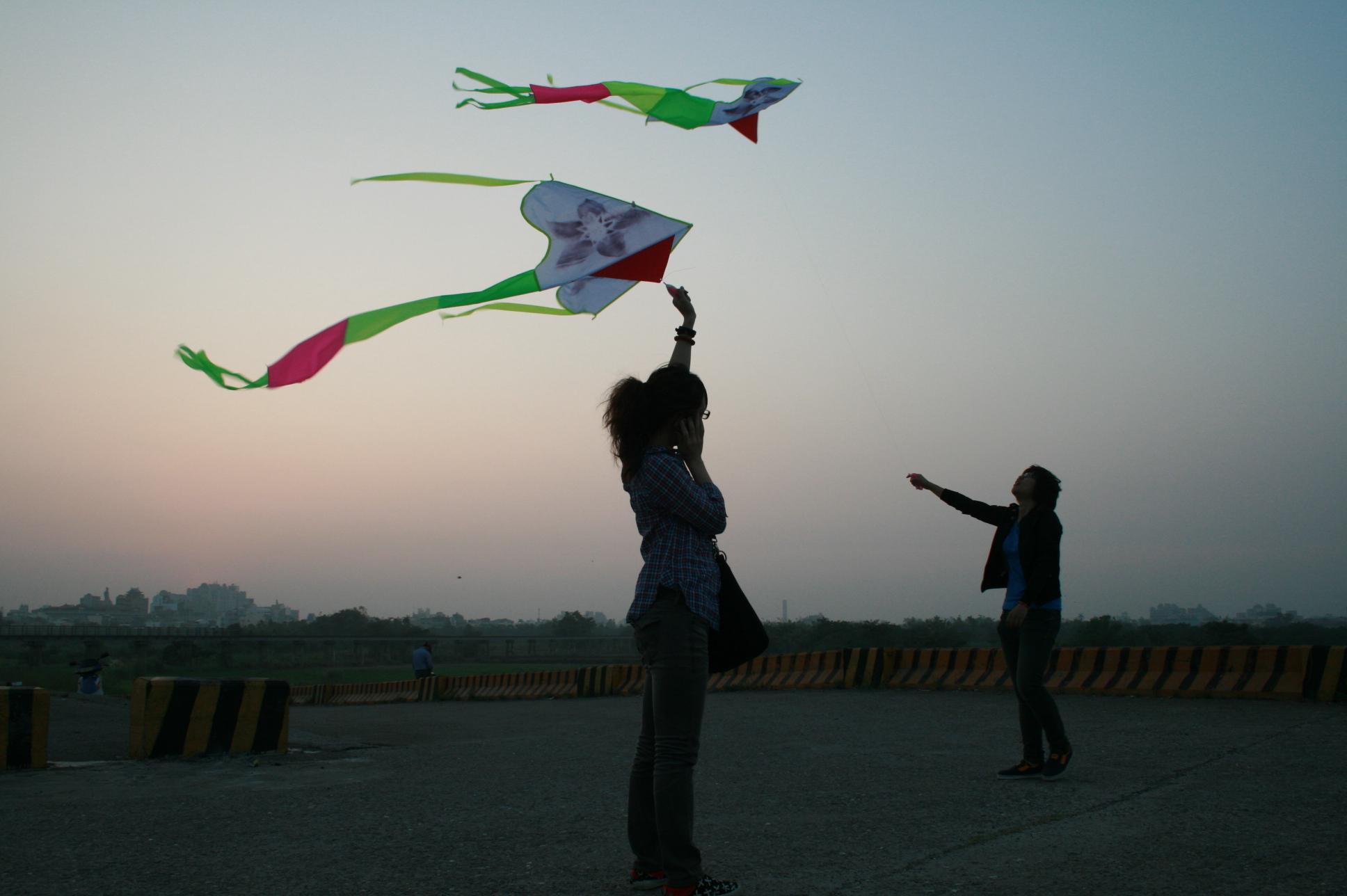 越堤上也是放風箏的好地方