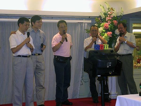老師們合唱(難得的畫面)