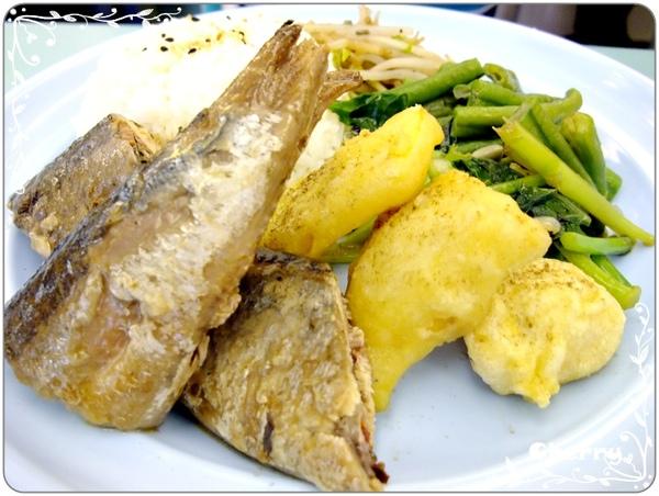 今日餐點--秋刀魚套餐
