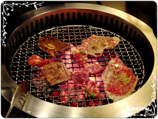 最喜歡炭火的燒肉了~~
