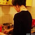 casey正在做義大利麵