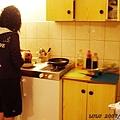 Daisy正在做洋蔥炒肉