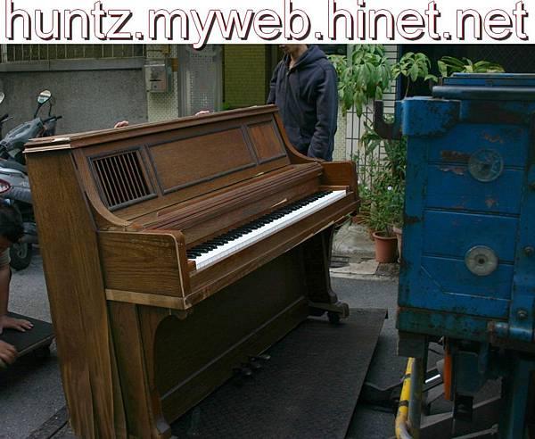 高雄鋼琴調音搬運維修回收購中古YAMAHA數位鋼琴二手KAWAI電子琴Roland