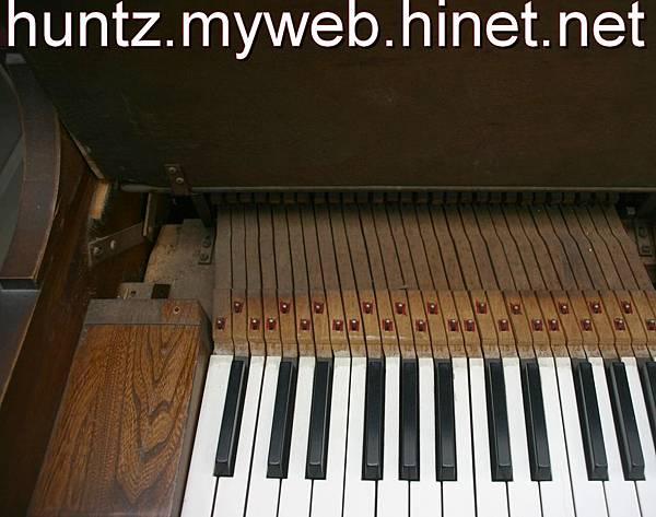 高雄鋼琴調音搬運維修回收購中古YAMAHA數位鋼琴二手KAWAI電子琴Roland出租