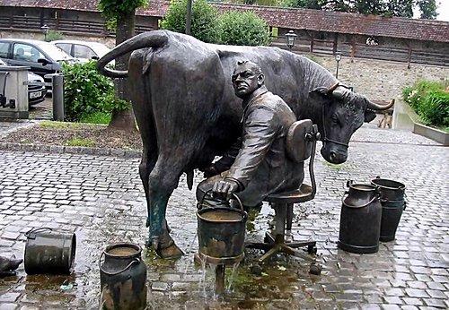 意味深長的德國雕像