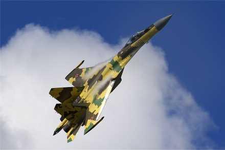 Su-35,F-22