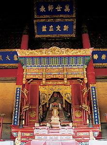 孔廟大成殿内孔子像
