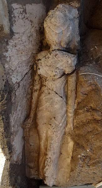 法老女雕像