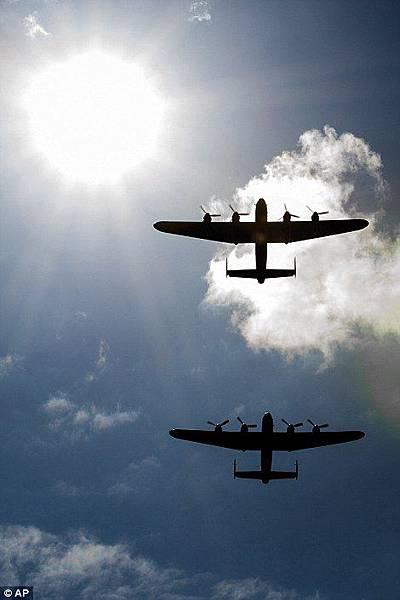 二戰蘭卡斯特轟炸機
