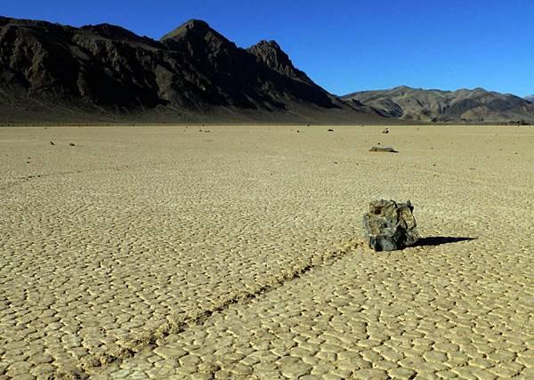 加州死亡谷「巨石漂移」之謎