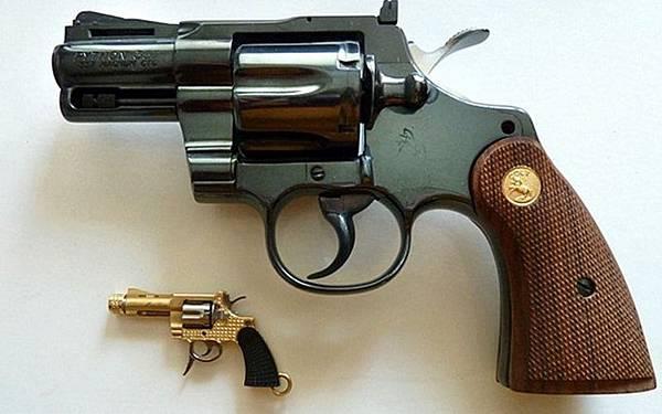 最小的左輪手槍