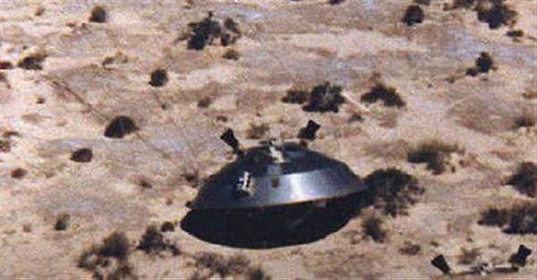 外星人在維修不明飛行物