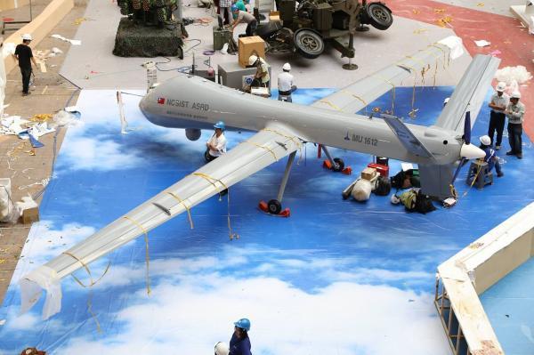 大型無人機