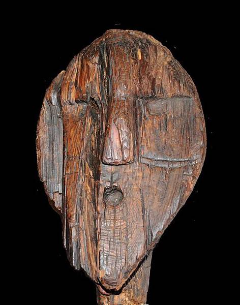 泥炭沼澤古老木雕像