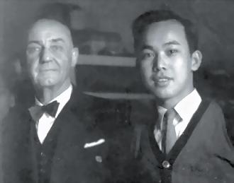 簡錦錐(右)與艾斯尼
