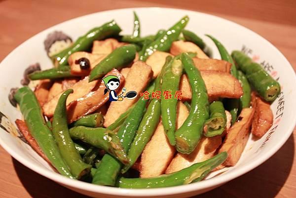 哈士奇居家生活-哈妮素食譜-糯米椒炒豆干