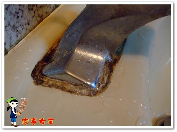 哈士奇居家清潔公司、家事服務-家事女王-浴室洗手台去霉清潔實驗前1.JPG