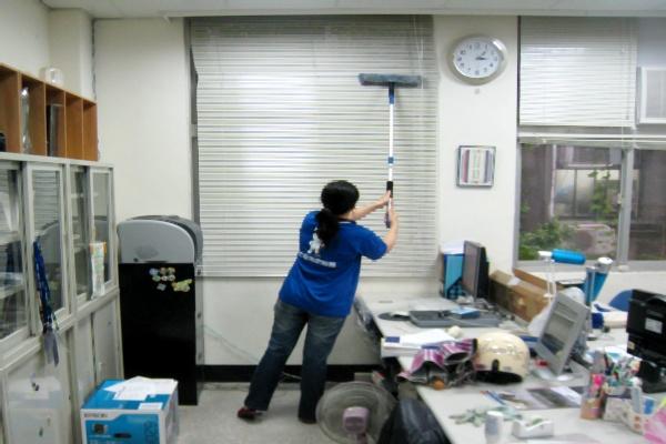 哈士奇居家清潔公司-服務案例-某大學辦公室打掃1.JPG