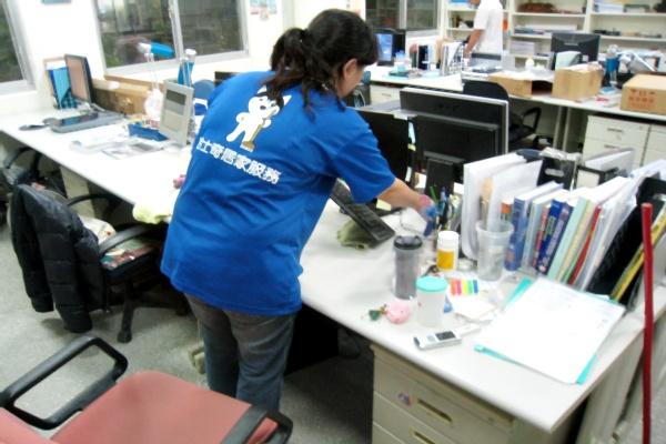 哈士奇居家清潔公司-服務案例-某大學辦公室打掃5.JPG