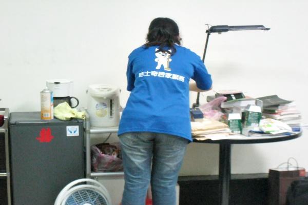 哈士奇居家清潔公司-服務案例-某大學辦公室打掃7.JPG